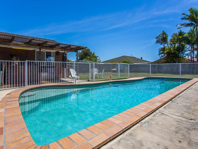 8 Woodlands Drive, Banora Point, NSW 2486