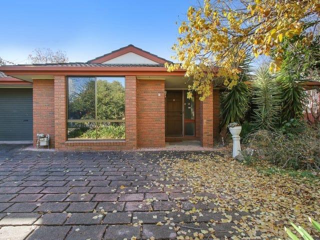 8 Gleneagles Court, Thurgoona, NSW 2640