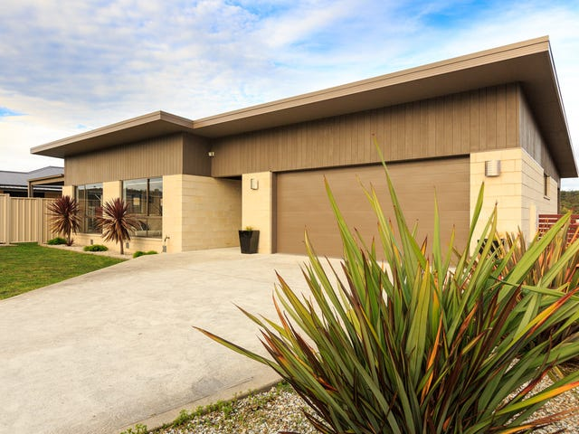 17 Queens Parade, Kingston, Tas 7050