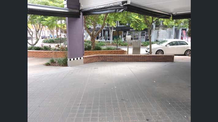 30 Peak Avenue Main Beach QLD 4217 - Image 2