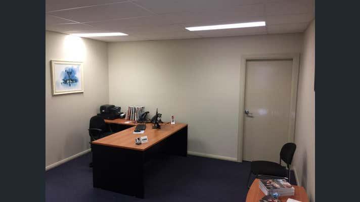 Unit  3, 9 Gateway Crescent Orange NSW 2800 - Image 2