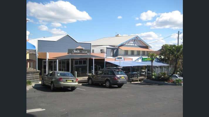 2/15 Clarence  St Yamba NSW 2464 - Image 2
