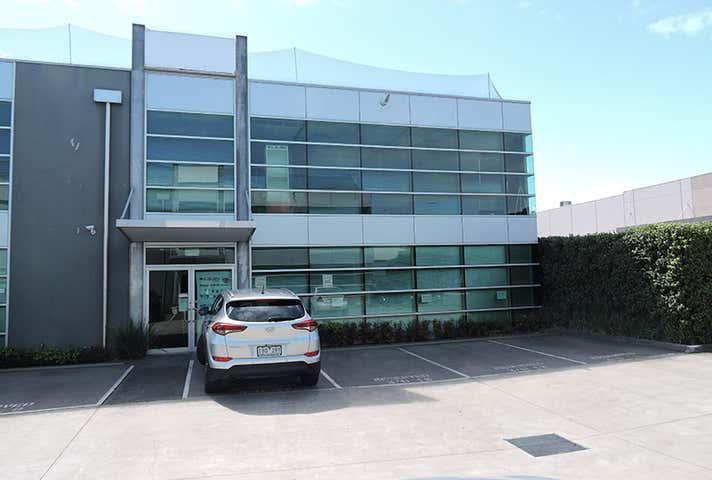 18/3 Westside Avenue Port Melbourne VIC 3207 - Image 1
