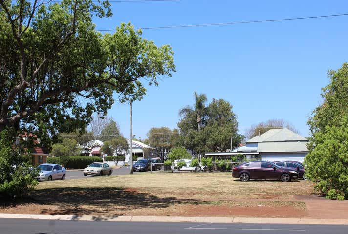 114 Herries Street East Toowoomba QLD 4350 - Image 1