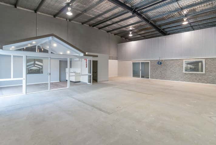 4/2 Sabre Close Rutherford NSW 2320 - Image 1
