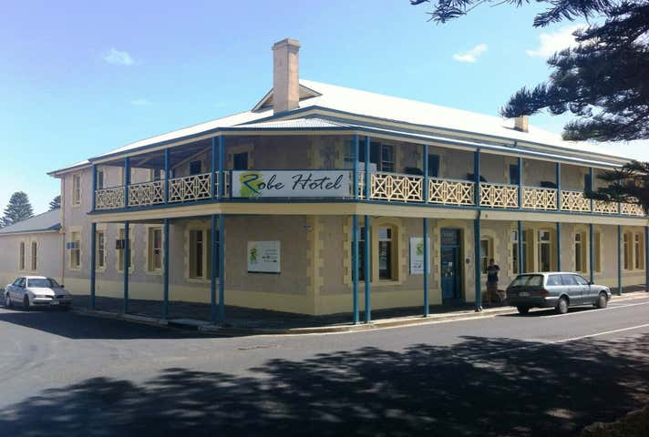 Robe Hotel, 1 Mundy Terrace Robe SA 5276 - Image 1