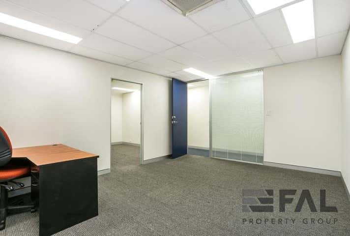 Suite  4, 92 Lincoln Street Oxley QLD 4075 - Image 1