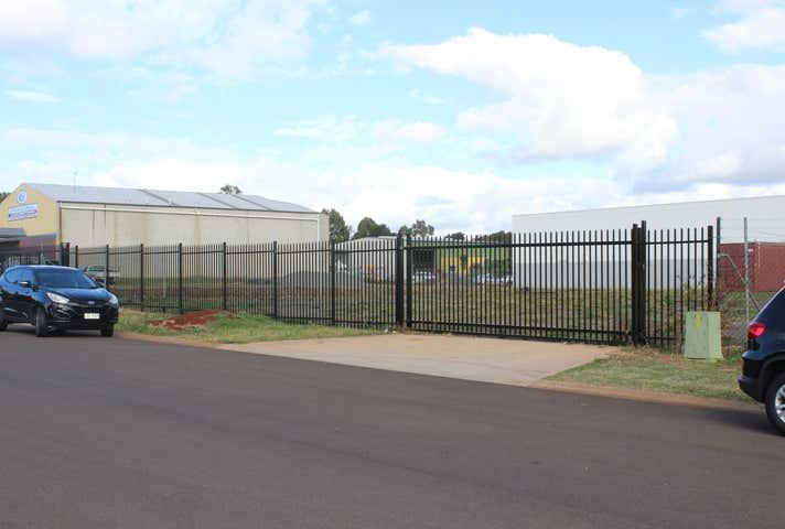 8 Tradewinds Court, Glenvale, Qld 4350