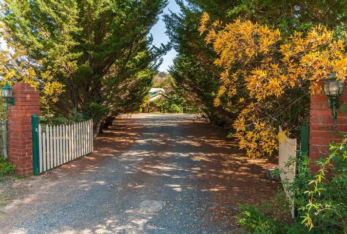Willowlake, 16 Willowlake Drive, Macs Cove, Vic 3723