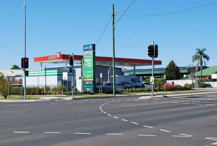 Caltex Woolworths Petrol, Corner Cunningham Highway & Grafton Street Warwick QLD 4370 - Image 1