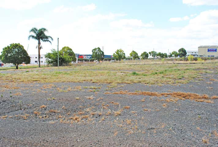 T1, 362 Anzac Avenue Harristown QLD 4350 - Image 1