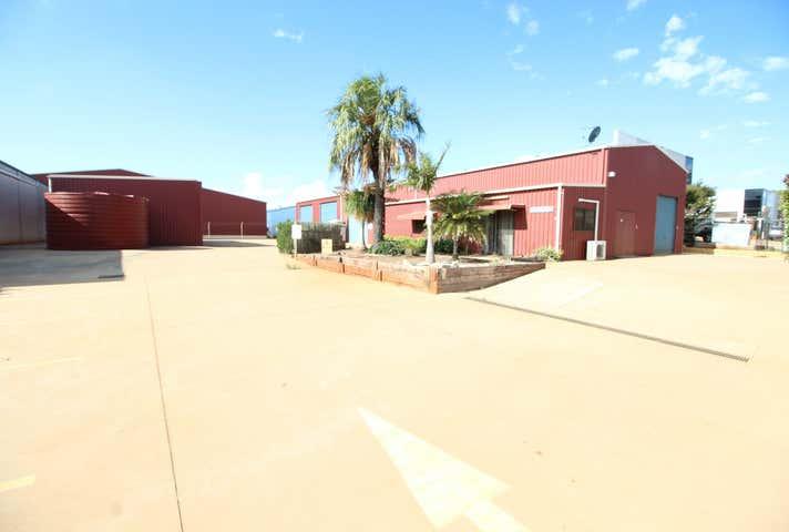 7 Tradewinds Court Glenvale QLD 4350 - Image 1