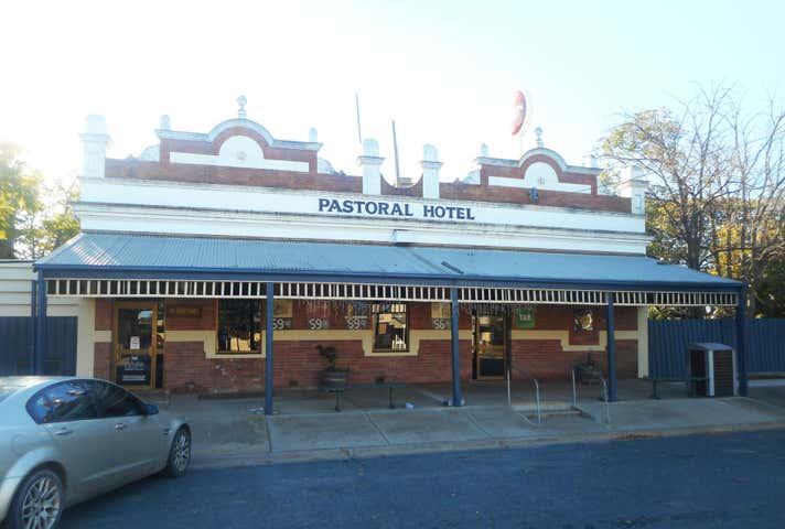 Pastoral Hotel, 26 Livingstone Street, Mathoura, NSW 2710