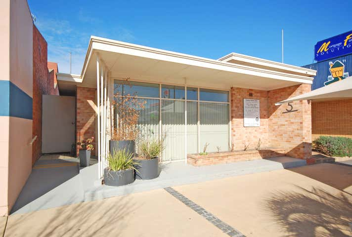 UNDER OFFER, 5 Stanley Street Wodonga VIC 3690 - Image 1