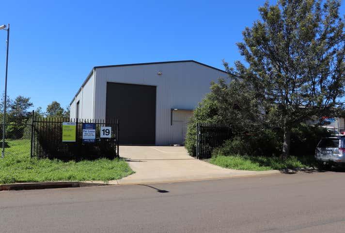 Unit 1 / 19 Croft Cres Harristown QLD 4350 - Image 1