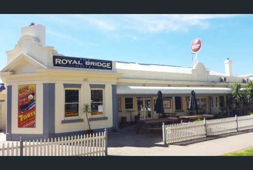 Royal Hotel, 2 Murray Street Barham NSW 2732 - Image 1