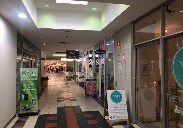 Luna Maxi Mart Shopping Centre, 6 Scarborough Beach Road Scarborough WA 6019 - Image 2