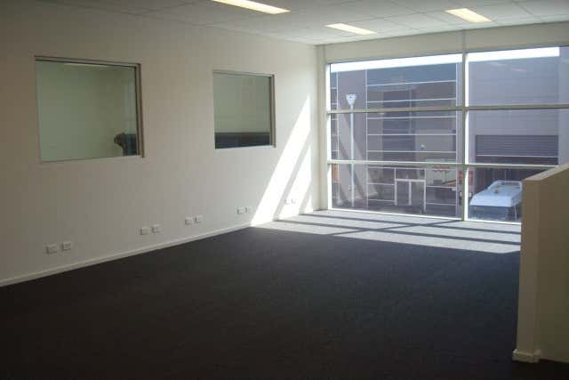 10/345 Plummer Street Port Melbourne VIC 3207 - Image 3