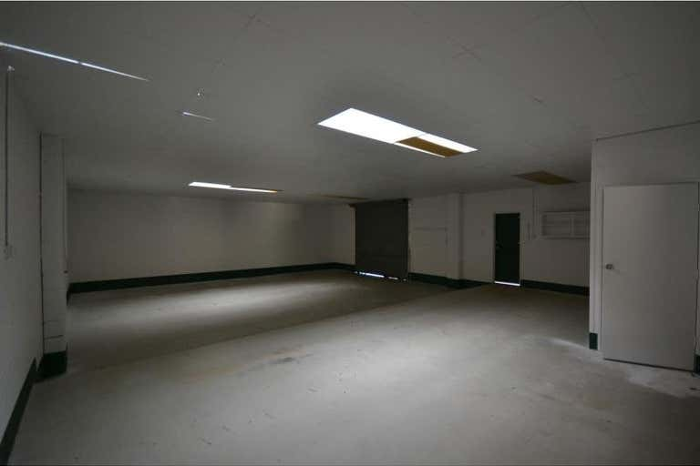 Unit 2/2 Stradbroke Street Rockville QLD 4350 - Image 2