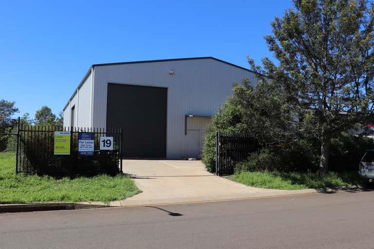 Unit 1   19 Croft Cres Harristown QLD 4350 - Image 1
