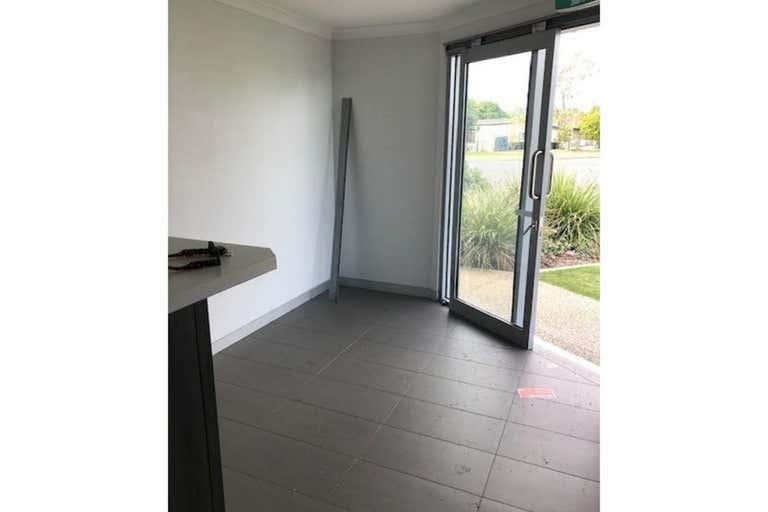 7/14 Hospital Road Emerald QLD 4720 - Image 2