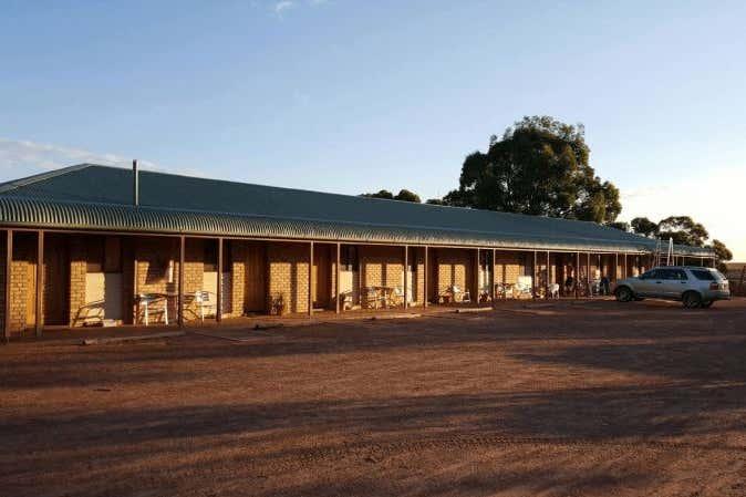 Gawler Ranges Motel & Caravan Park, 72-80 Eyre Highway Wudinna SA 5652 - Image 2