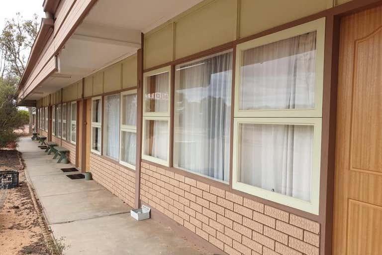 Gawler Ranges Motel & Caravan Park, 72-80 Eyre Highway Wudinna SA 5652 - Image 4