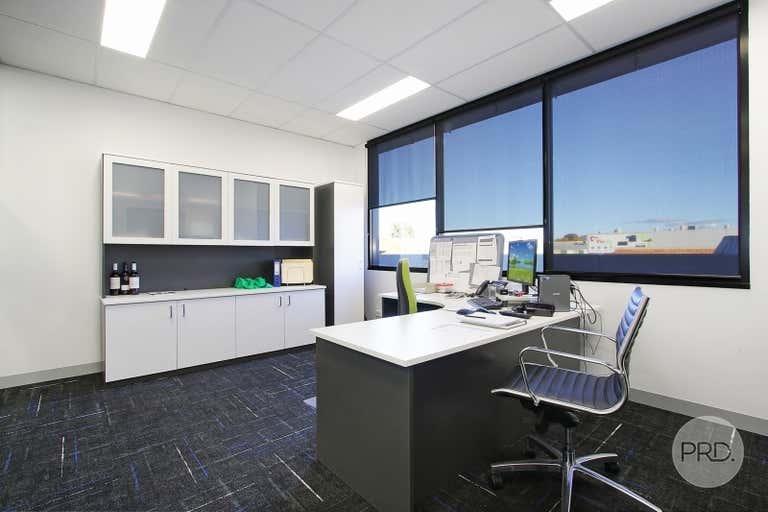 Suite 4, FF / 526 Macauley Street Albury NSW 2640 - Image 2