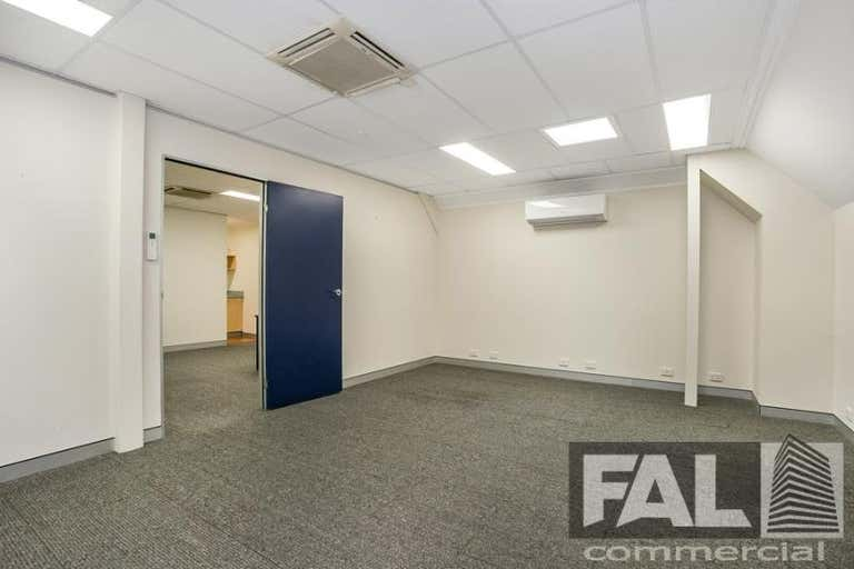 Suite  4, 92 Lincoln Street Oxley QLD 4075 - Image 3