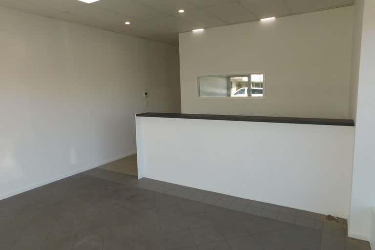 2/181 Bay Terrace Wynnum QLD 4178 - Image 3