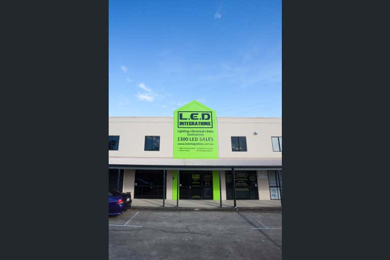 8/229 Junction Road Morningside QLD 4170 - Image 1