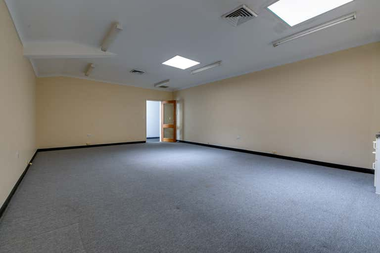 1st Floor, 8/70 Edith Street Wynnum QLD 4178 - Image 2