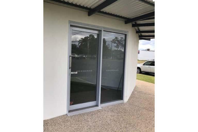 7/14 Hospital Road Emerald QLD 4720 - Image 3
