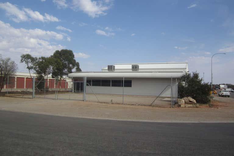 16 Gosse Street Roxby Downs SA 5725 - Image 3