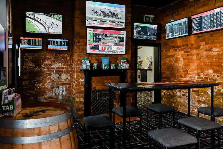 FARMERS ARMS HOTEL, 58-60 Hennessy Street Tocumwal NSW 2714 - Image 3