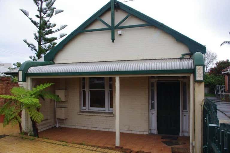 6 Tydeman Road North Fremantle WA 6159 - Image 2