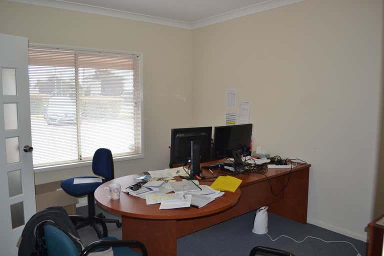 2/2 Rob Street Newtown QLD 4350 - Image 3