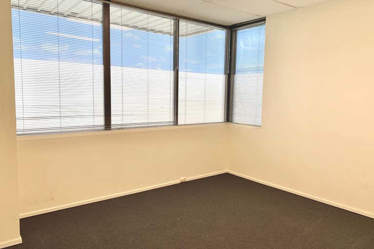 Suite 5/126 Scarborough Street Southport QLD 4215 - Image 4