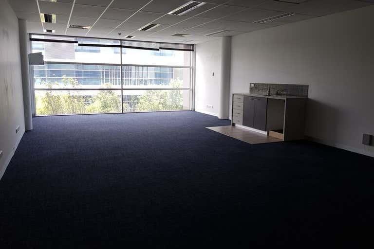 23/574 Plummer Street Port Melbourne VIC 3207 - Image 3
