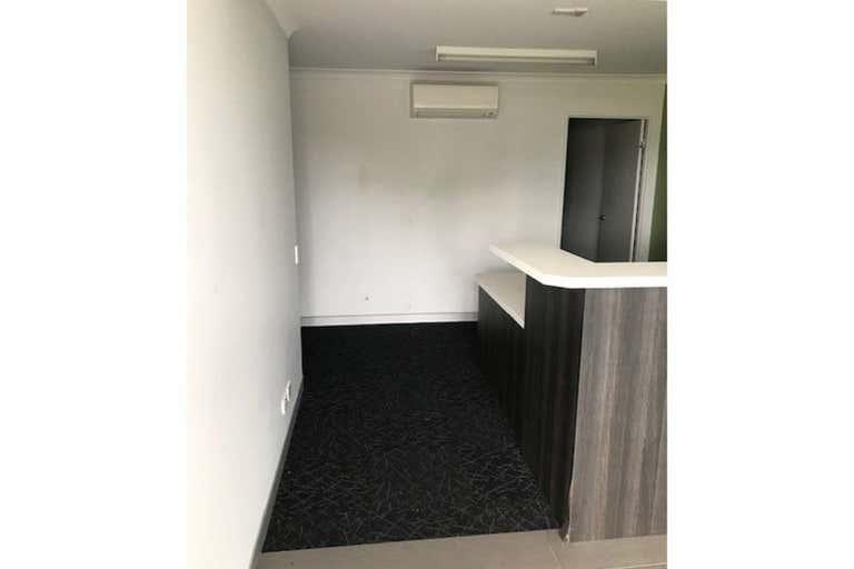 7/14 Hospital Road Emerald QLD 4720 - Image 4