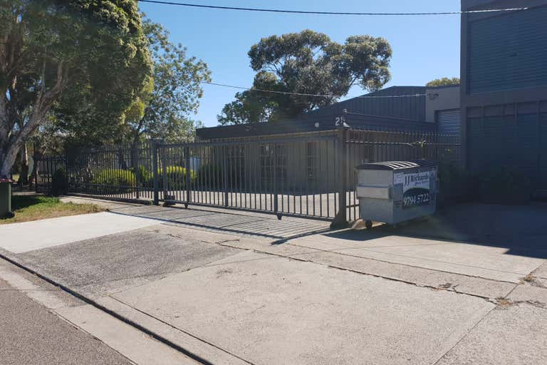 21 Charnfield Court Thomastown VIC 3074 - Image 2