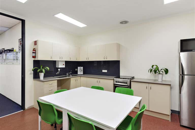 2/25 Howleys Rd Notting Hill VIC 3168 - Image 3