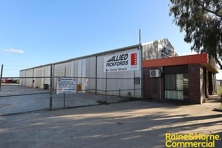 204 Hammond Avenue Wagga Wagga NSW 2650 - Image 1