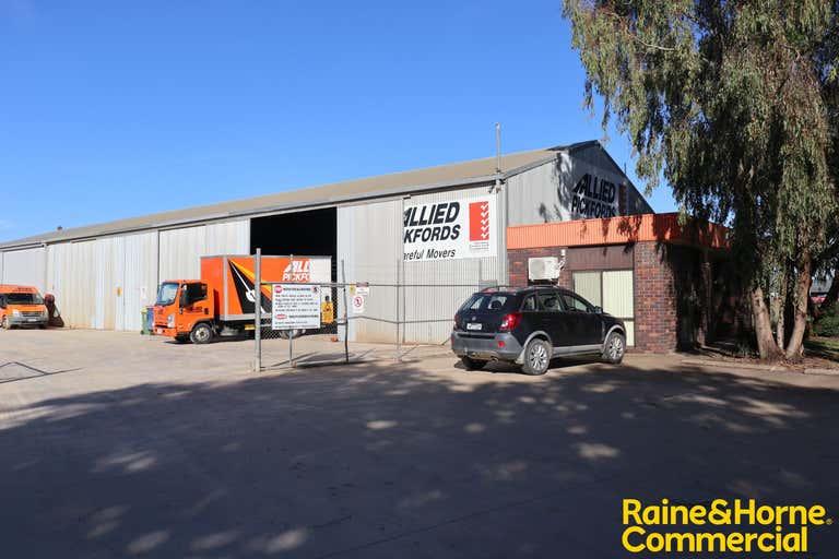 204 Hammond Avenue Wagga Wagga NSW 2650 - Image 2