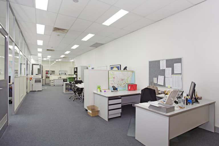 2/85 Salmon Street Port Melbourne VIC 3207 - Image 4