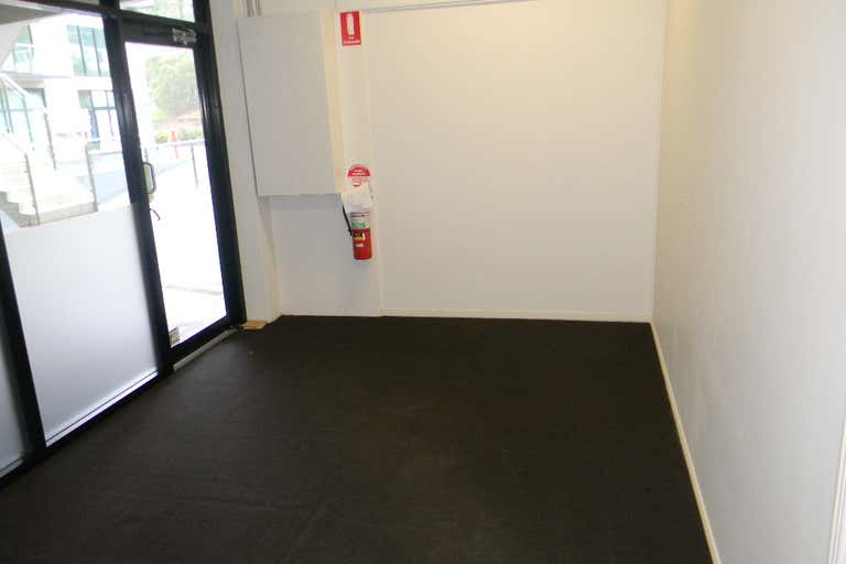 80m2 OFFICE BURLEIGH'S BEST VALUE - Image 3