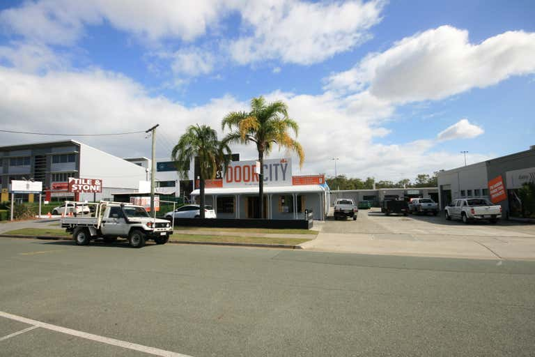 1&2/122 Brisbane Road Labrador QLD 4215 - Image 2