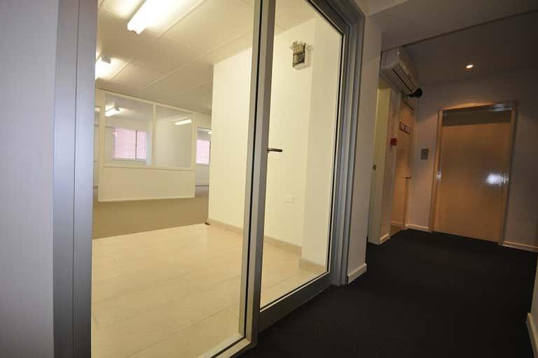 Parkrise, Suite 18, 3 Alison Street Surfers Paradise QLD 4217 - Image 3