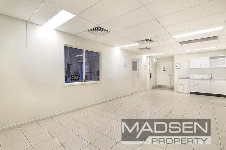 2/11 Woomera Place Archerfield QLD 4108 - Image 2
