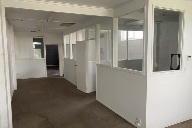 11 Bernard Street Mount Waverley VIC 3149 - Image 3